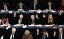 Membros do Parlamento Europeu votam em sessão realizada em Estrasburgo, na França Foto: FREDERICK FLORIN / AFP