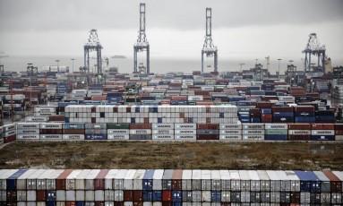 Contêineres em porto de Guangzhou, na China Foto: Qilai Shen / Bloomberg