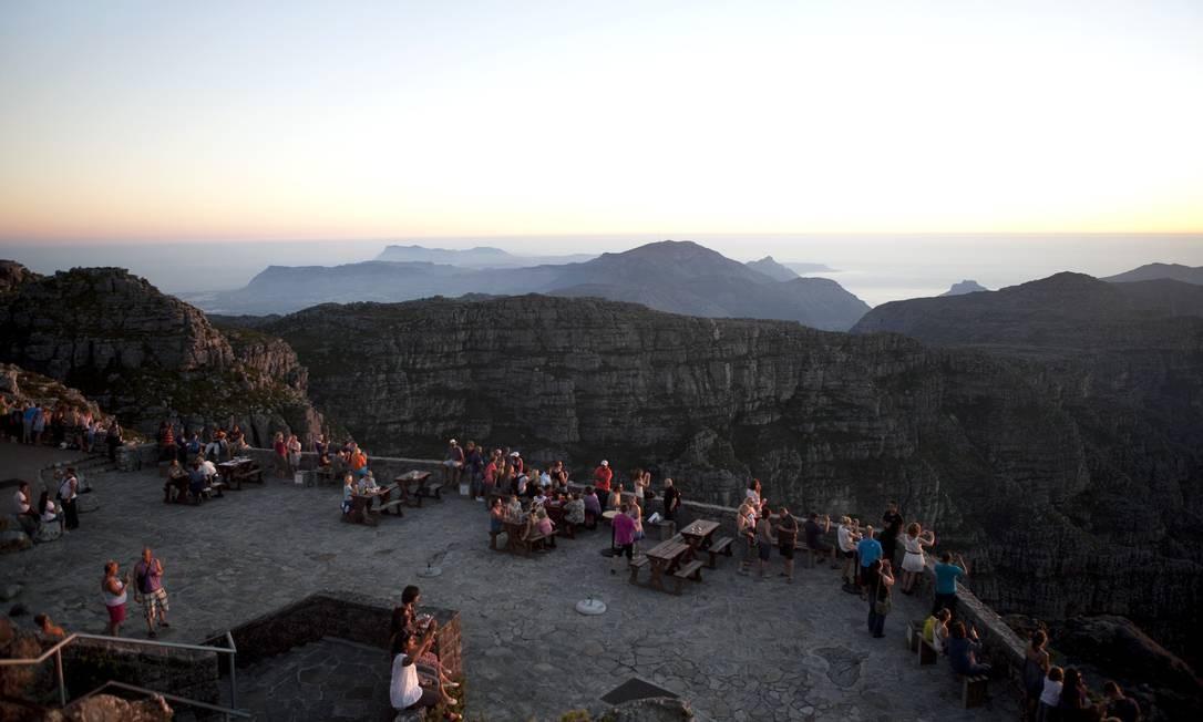 Turistas n Table Mountain, na Cidade do Cabo, África do Sul Foto: South African Tourism / Divulgação