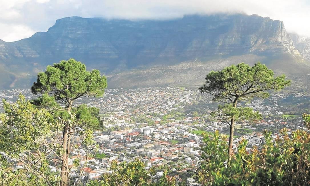 Trilha tem vista para a Table Mountain, na Cidade do Cabo Foto: Adalberto Neto