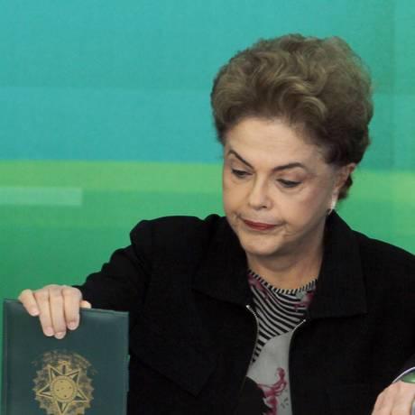 Presidente Dilma Rousseff durante reunião com reitores de universidades federais, no Palácio do Planalto Foto: Givaldo Barbosa / Agência O Globo