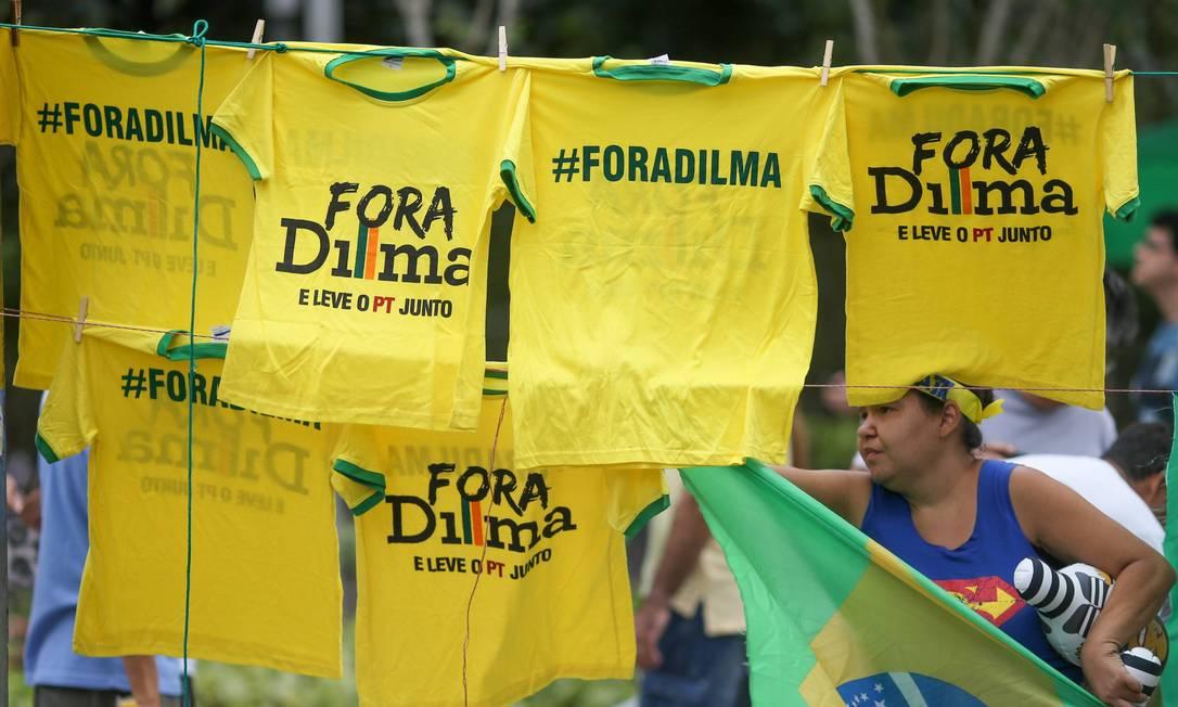 Protesto na Av Paulista a favor do Impeachment da Presidente Dilma Roussef Pedro Kirilos / Agência O Globo