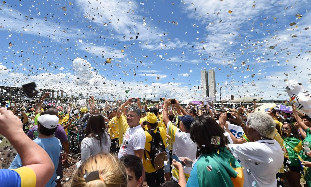 Segundo a policia militar do DF cerca de cem mil pessoas protestaram na Esplanada dos Ministérios EVARISTO SA / AFP