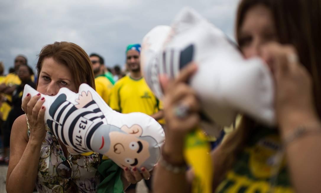 """""""Pixulecos"""" na orla de Copacabana CHRISTOPHE SIMON / AFP"""