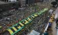 Manifestantes pede o impeachment de Dilma na Av. Paulista