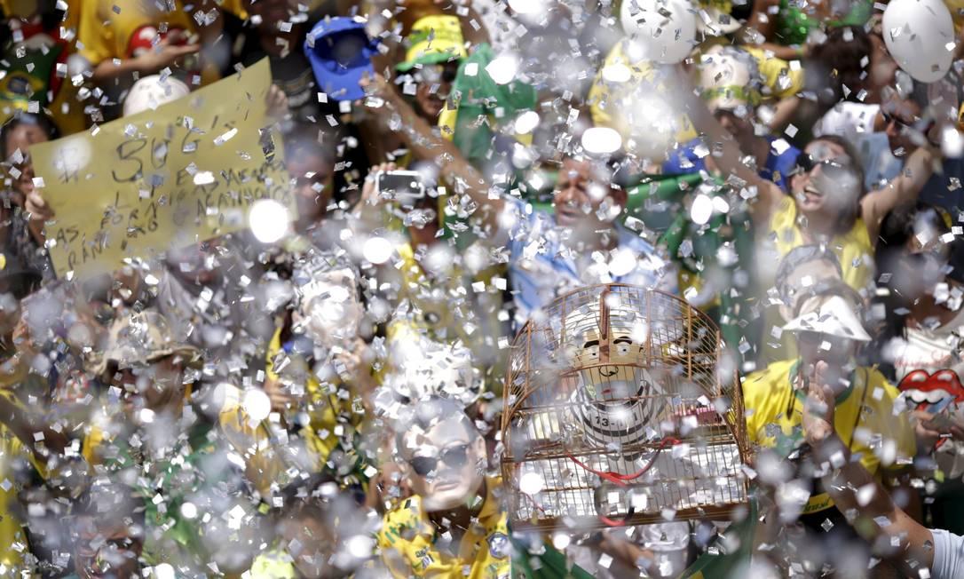 Chuva de papel picado em Brasilia UESLEI MARCELINO / REUTERS