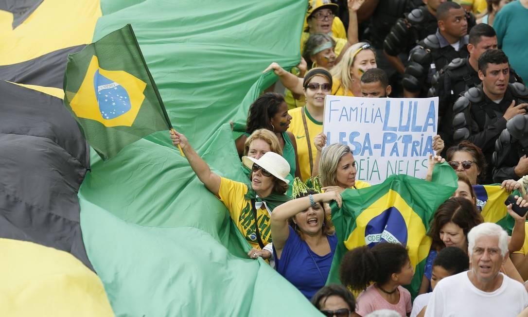 Manifestação contra o PT e o governo da Presidente Dilma em Copacabana Pablo Jacob / Agência O Globo