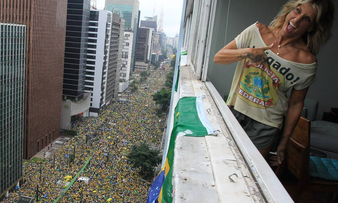 Manifestação a favor do impeachment ocupa toda a Av. Paulista Marcos Alves / Agência O Globo