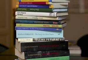 Livros de Elena Ferrante Foto: CHRIS WARDE JONES / NYT