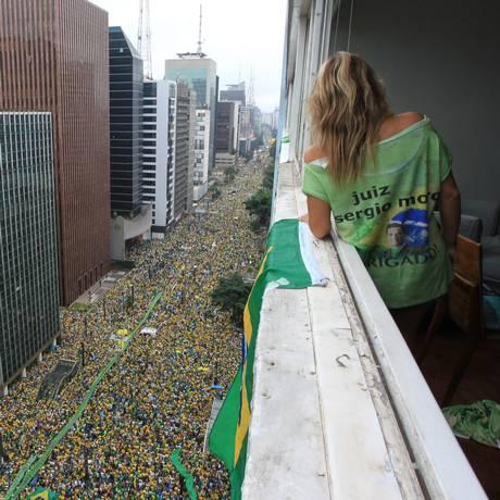 Protesto pelo impeachment da presidente Dilma reuniu 1,4 milhão de pessoas na Avenida Paulista Foto: Marcos Alves / Agência O Globo