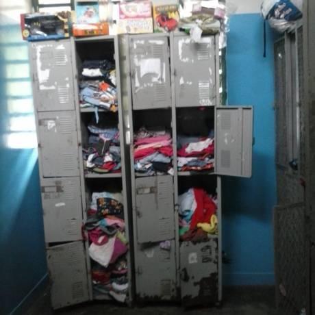 Armário enferrujado guarda roupas que são compartilhadas Foto: Reprodução / Arquivo Pessoal