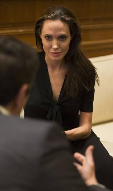 Os rumores de que a atriz luta contra uma anorexia (levantados, numa primeira instância, pelo tabloide The National Enquirer, em agosto), sempre voltam à tona após aparições públicas da atriz de 40 anos Petros Giannakouris / AP