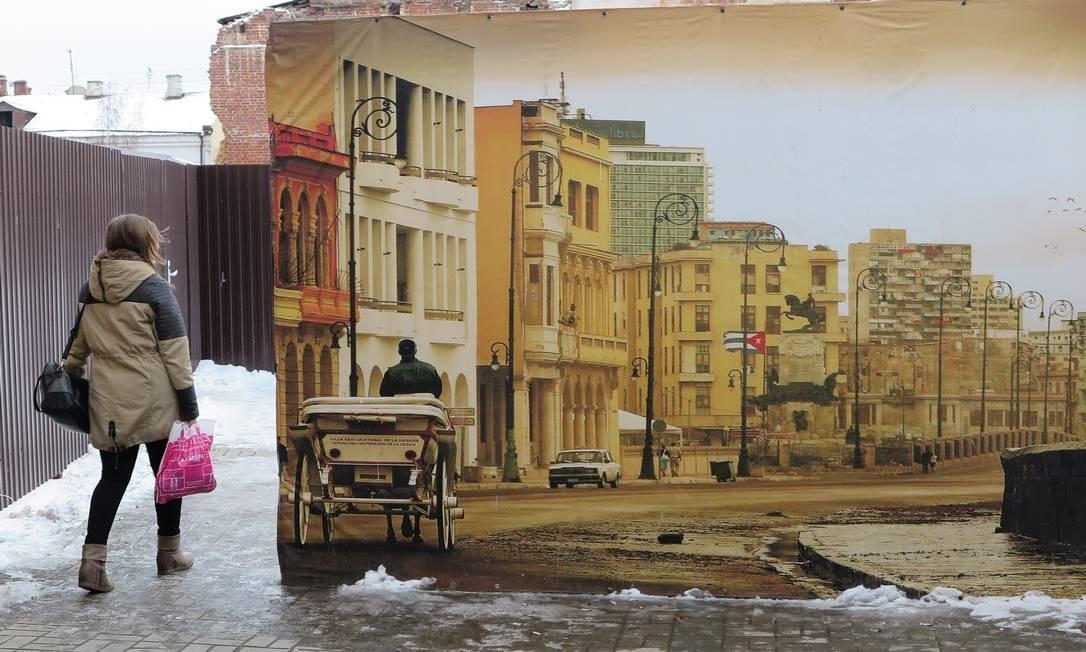 Cuba, na Rússia. Painel mostra imagem da escaldante capital cubana em meio à neve de Kazan Foto: Juarez Becoza / Juarez Becoza