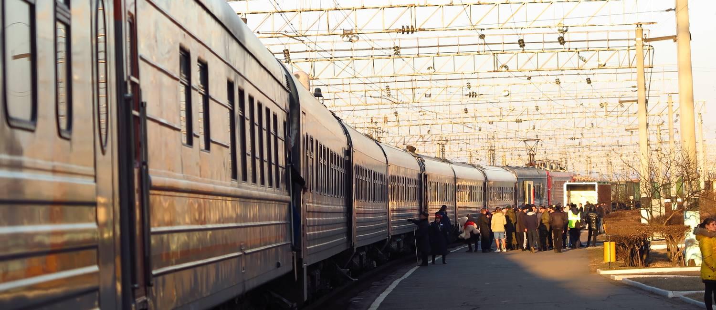 Passageiros em estação de trem na Rodovia Transiberiana, na Rússia Foto: Juarez Becoza
