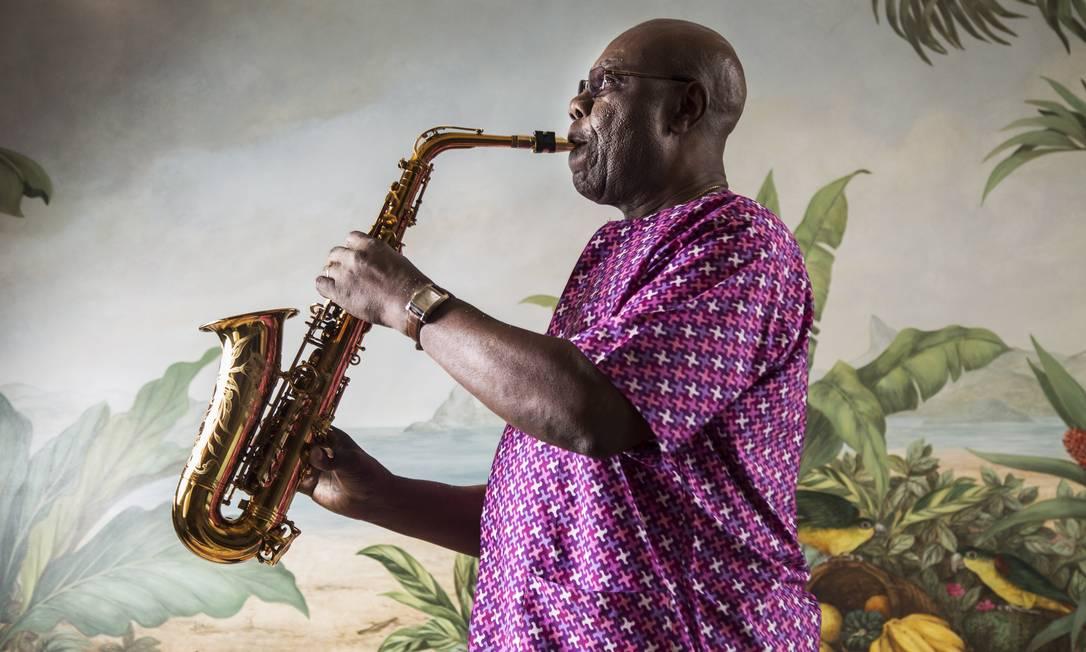 """Aos 82 anos, o músico caiu no samba em Madureira: """"Lá, pela primeira vez, percebi a grande diversidade da música brasileira"""" Foto: Ana Branco / Agência O Globo"""