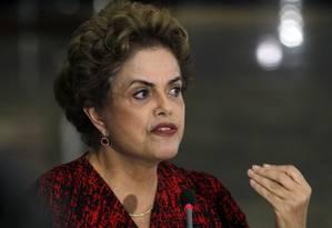 A presidente Dilma Rousseff, durante entrevista Foto: Givaldo Barbosa / Agência O Globo