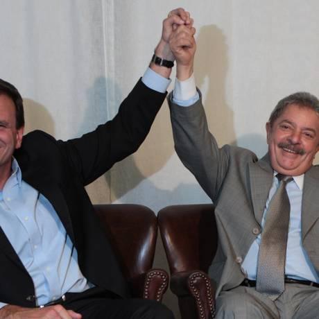 Eduardo Paes e Lula em foto de 2012 Foto: Michel Filho / Agência O Globo