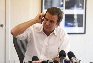 Eduardo Paes pediu desculpas ao prefeito de Maricá, Washington Quaquá Foto: Fabiano Rocha / Extra / Agência O Globo