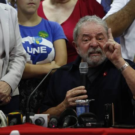 Declaração de Lula foi dada em conversa com o presidente da CUT Foto: Edilson Dantas / Agência O Globo