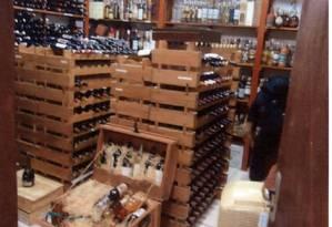 Imagem feita por peritos da PF mostra adega instalada no sítio para receber vinhos da Presidência Foto: Reprodução