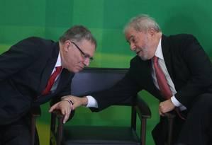 O ex-presidente Lula conversa com o novo ministro da Justiça, Eugênio Aragão durante sua posse Foto: André Coelho / Agência O Globo