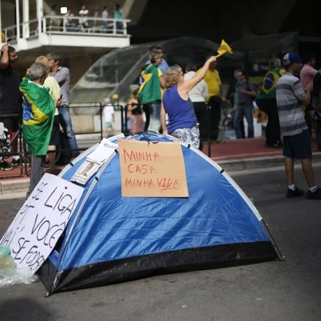 Manifestantes montaram barraca na Avenida Paulista Foto: Marcos Alves/ Agência O Globo