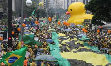 Ato pró-impeachment na Avenida Paulista, em São Paulo, no último dia 13: noticiário conturbado preocupa Olimpíadas Foto: Pedro Kirilos / Agência O Globo