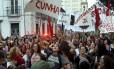 Manifestantes fizeram ato pela democracia e a favor da legalidade na Justiça na Praça XV, no Rio