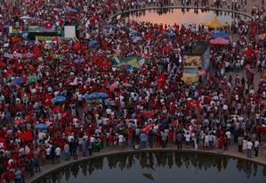 Manifestação de apoio ao ex-presidente Lula e ao governo Dilma Rousseff em Brasília Foto: Michel Filho / Agência O Globo