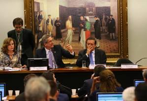 Reunião da Comissãodo impeachment, presidida pelo deputado Rogério Rosso (PSD-DF) Foto: Ailton de Freitas / Agência O Globo