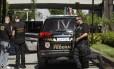 Policiais federais apreendem documentos em escritório no Rio de Janeiro