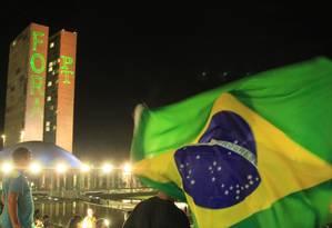Manifestação contra a presidente Dilma Rousseff e o ex-presidente Lula em frente ao Congresso Nacional Foto: Ailton de Freitas / Agência O Globo