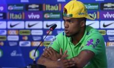 Douglas Costa em foto de arquivo. Atacante foi cortado da Copa América Foto: Lucas Figueiredo / Mowa Press
