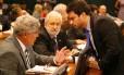 Os deputado do PSOL Chico Alencar (PSOL-RJ) e Ivan Valente (PSOL-SP) e o deputado Vinicius Gurgel (PR-AP)
