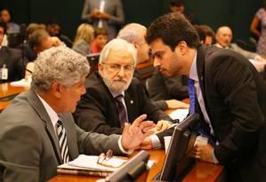 Os deputado do PSOL Chico Alencar (PSOL-RJ) e Ivan Valente (PSOL-SP) e o deputado Vinicius Gurgel (PR-AP) Foto: Ailton de Freitas / Agência O Globo