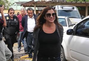 Mônica Moura ao chegar para fazer exame de corpo delito no IML em Curitiba, em fevereiro Foto: Geraldo Bubniak