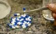 As cápsulas de fosfoetanolamina são produzidas desde os anos 1990 no Instituto de Química da USP em São Carlos