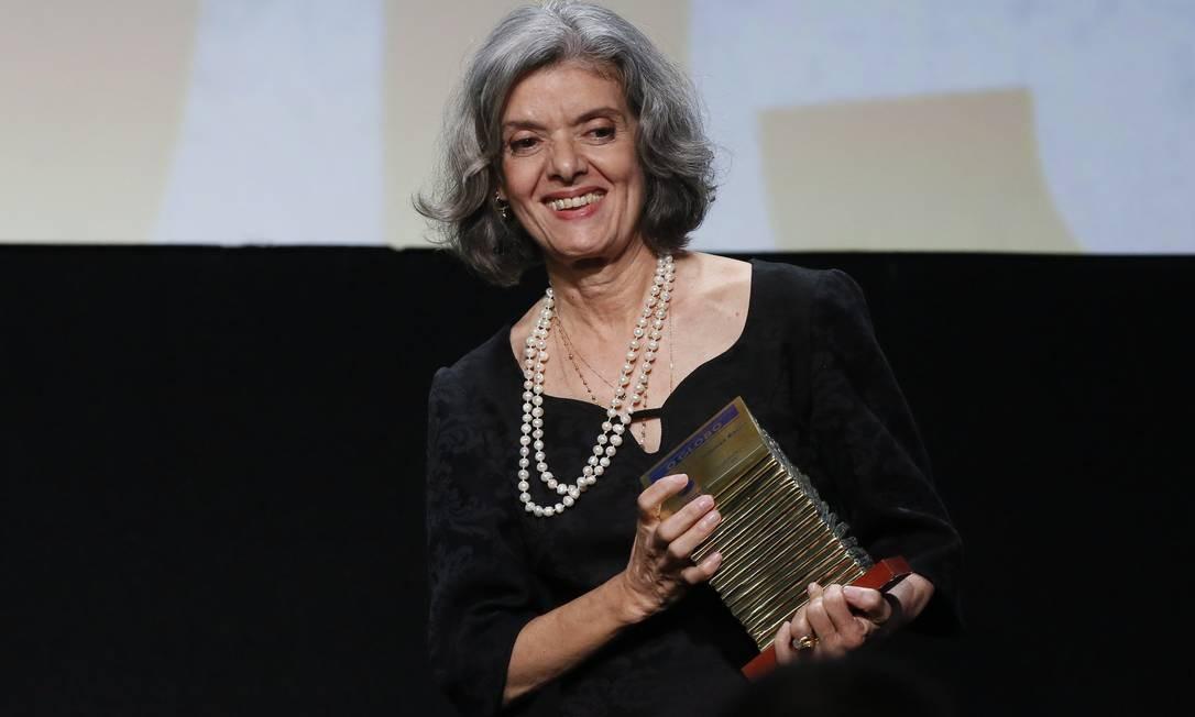 Cármen Lúcia, ministra do STF, recebeu o prêmio de personalidade do ano, na 13ª edição do Faz Diferença, no Copacabana Palace Foto: Pablo Jacob / Agência O Globo
