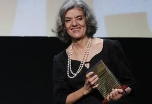 Cármen Lúcia, ministra do STF, recebeu o prêmio de personalidade do ano, na 13ª edição do Faz Diferença, no Copacabana Palace Foto: Pablo Jacob