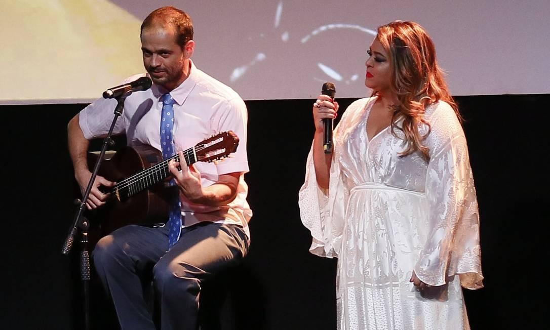 Moreno Veloso e Preta Gil se apresentaram no palco do Copacabana Palace representando Caetano e Gilberto Gil, seus pais, vencedores da categoria Segundo Caderno/Música Foto: Pablo Jacob