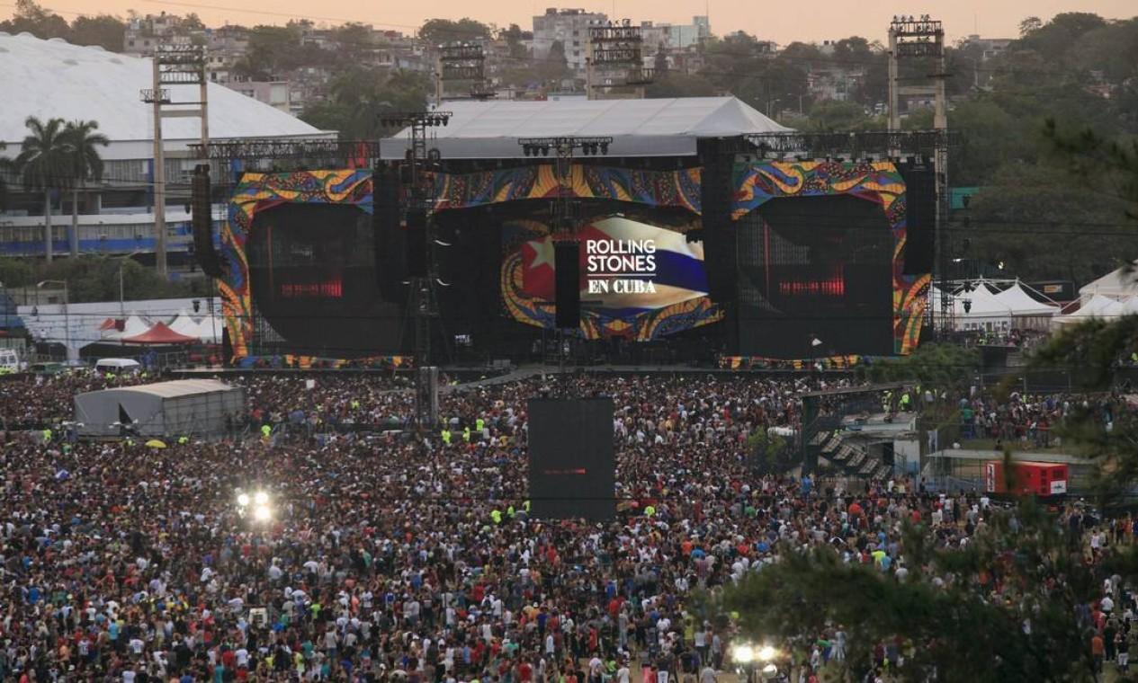 Desde cedo, uma multidão aguardava os Stones, uma das maiores bandas de rock da história, na Ciudad Deportiva de la Habana Foto: ENRIQUE DE LA OSA / REUTERS