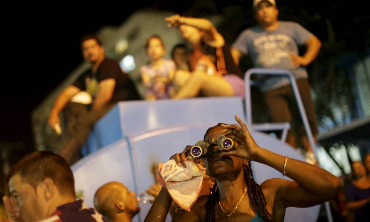 Mas o binóculo é sempre uma boa opção Foto: UESLEI MARCELINO / REUTERS