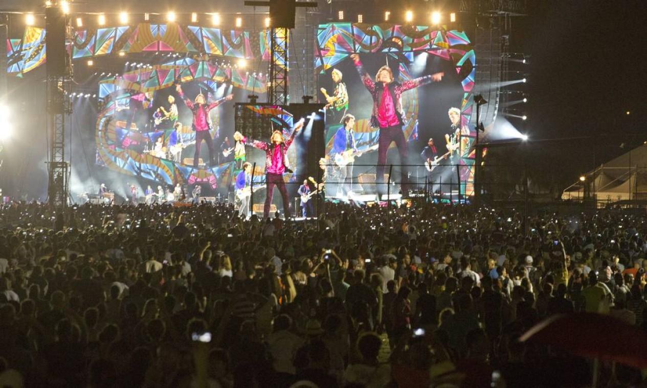 Gigantescos telões foram espalhados pela Cuidad Deportiva Foto: Desmond Boylan / AP