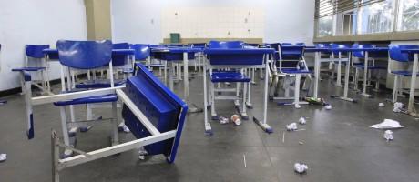 Especialistas também criticam falta de estrutura nas escolas Foto: Fábio Guimarães / Agência O Globo