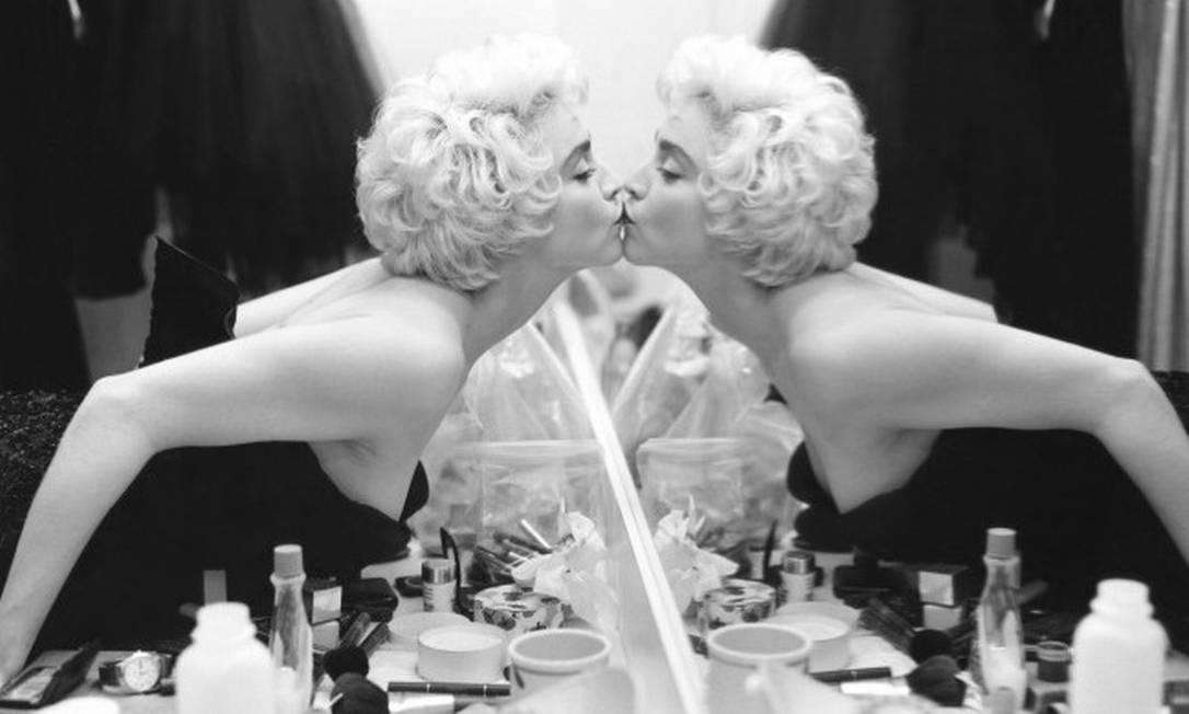 Um dos maiores fotógrafos do mundo da moda, Bruce Weber completa completa 70 anos nesta terça-feira. Para comemorar, vale relembrar alguns cliques do americano, que já registrou modelos, artistas e outras personalidades em momentos inovadores e inusitados. Na foto, Madonna, em 1986 Bruce Weber/Divulgação