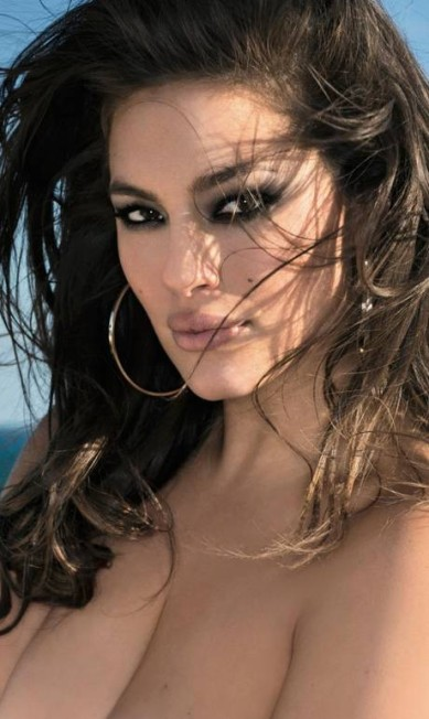 A beleza de Ashley Graham Reprodução/ Maxim
