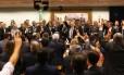 Em três minutos, reunião do PMDB decide pela saída do governo Dilma