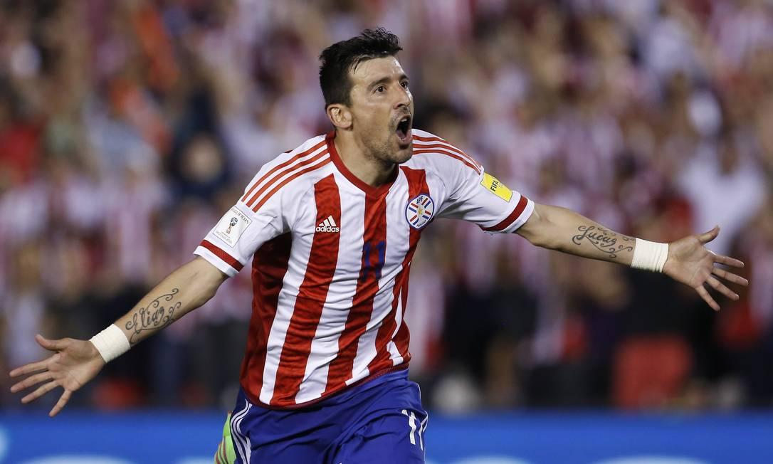 O segundo gol do Paraguai diante do Brasil, em Assunção, foi marcado por Edgar Benitez Cesar Olmedo / AP