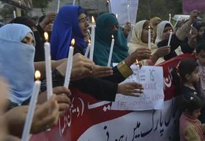 Simpatizantes do partido Awami Tehreek (PAT) protestam em Lahore, onde atentados mataram mais de 70 Foto: ARIF ALI / AFP