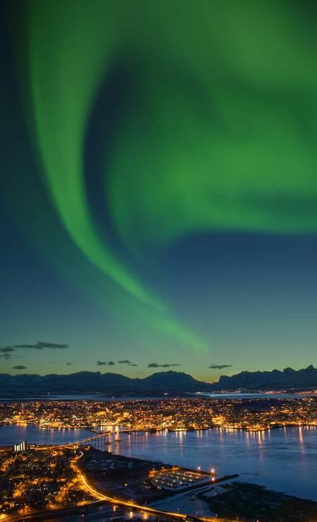 Aurora Boreal sobre a cidade de Tromso, no norte da Noruega Foto: Bard Loken/Visit Norway/Divulgação / Bard Loken/Visit Norway/Divulgação
